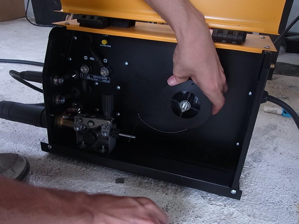 半自動溶接機ワイヤー取付説明